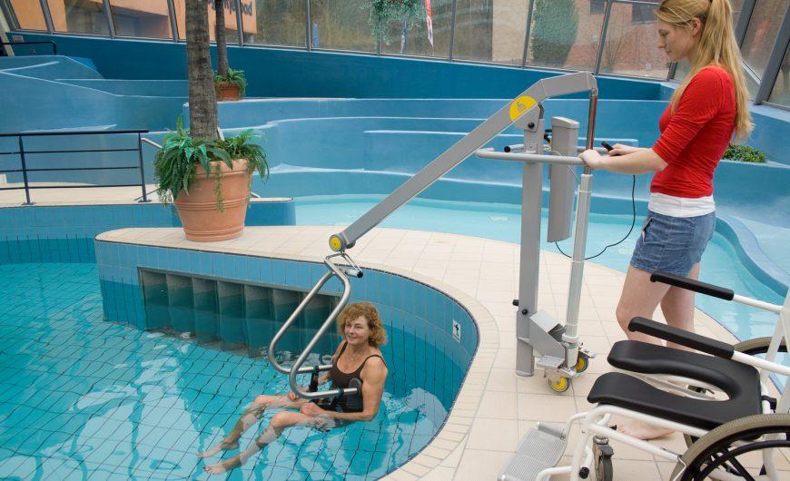 Elevador en la piscina